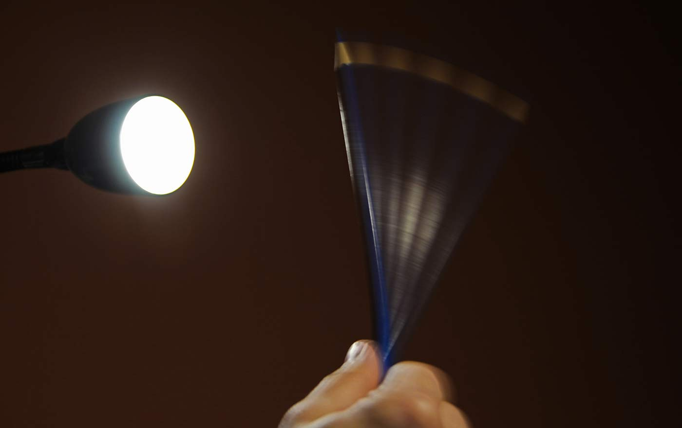 Check for flickering of the lamp using the pencil test