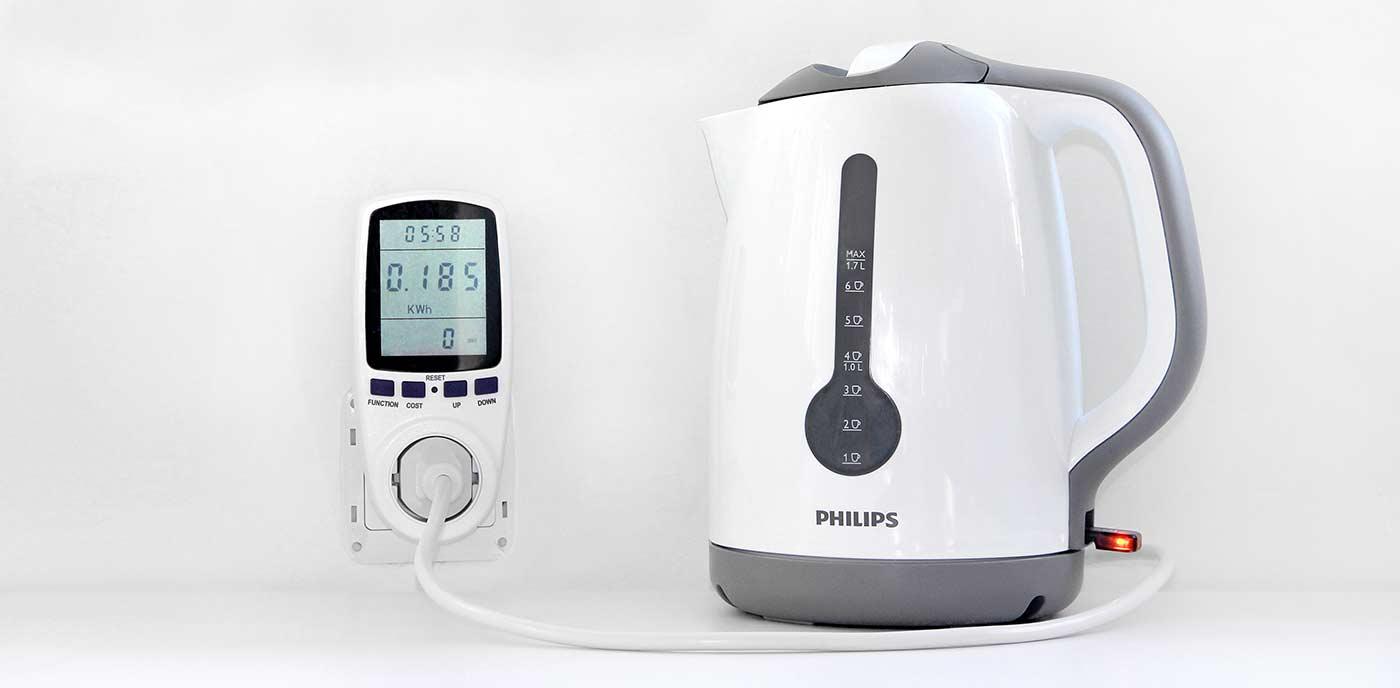 Измеряем потребление электрического чайника бытовым ваттметром