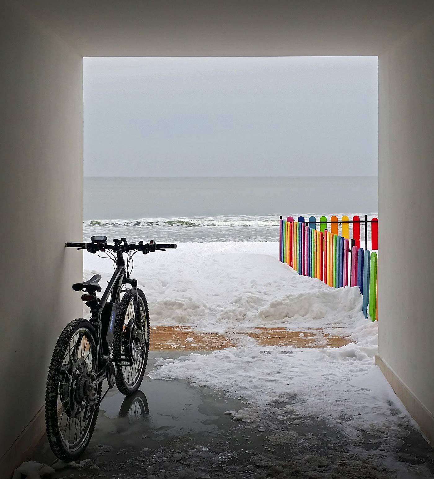 NENCOM Bike на брега на морето