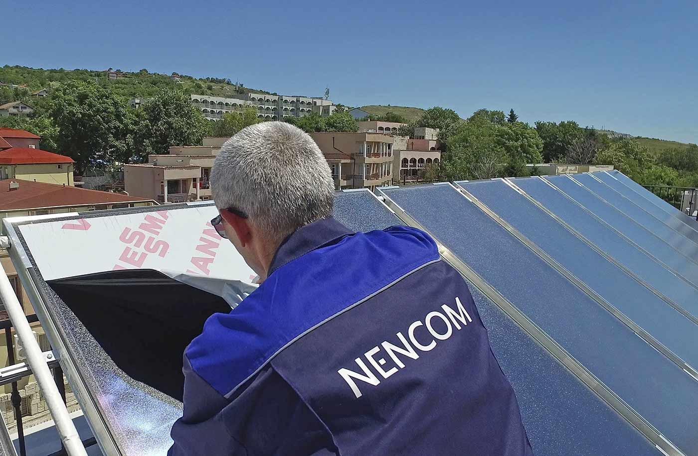 Сваляме защитните лепенки от слънчевите колектори