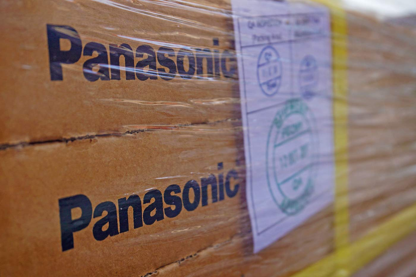 Доставка сол­неч­ных моду­лей Panasonic HIT 330