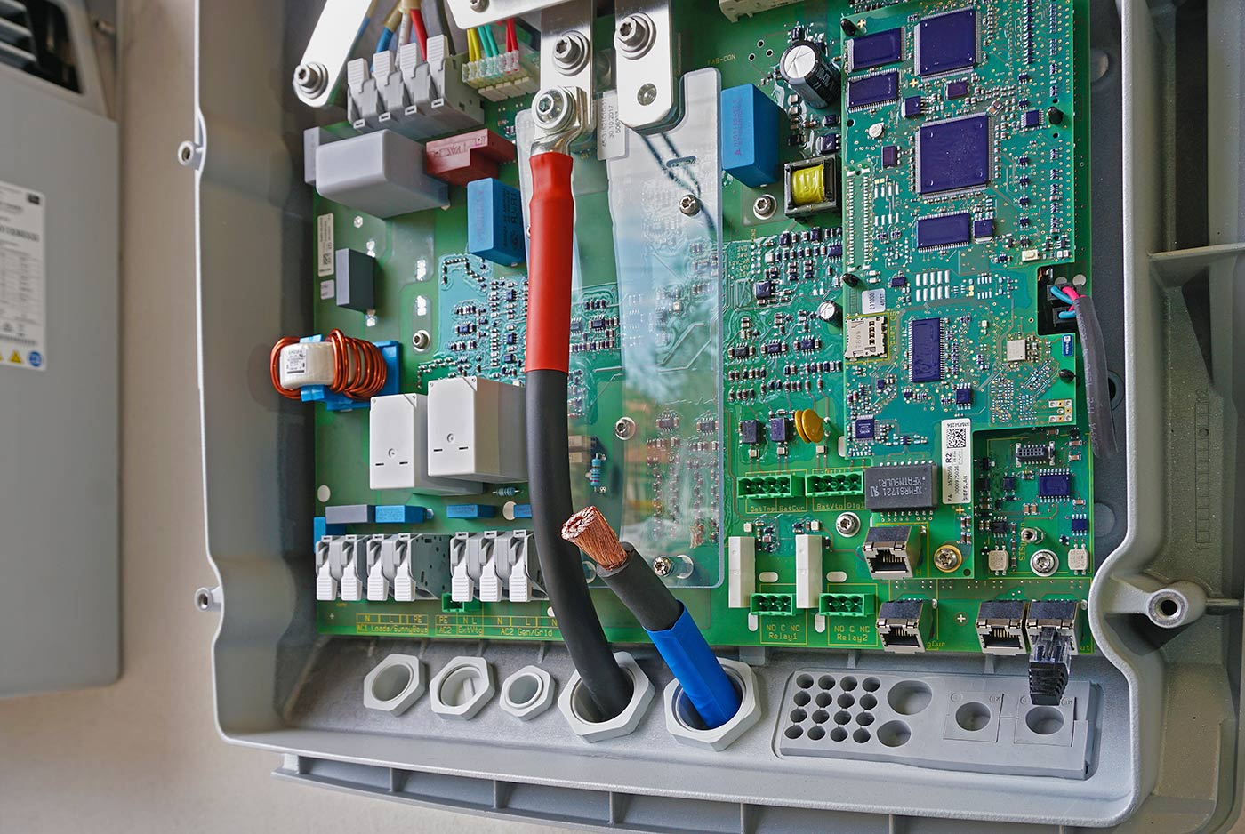 Connecting cables for DC voltage to the inverter SMA Sunny Island