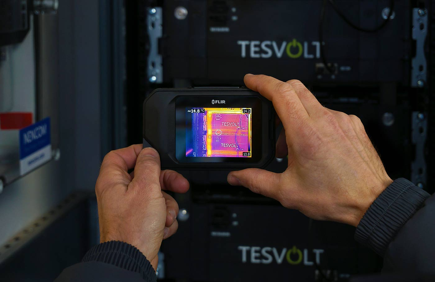 Checking the temperature of the energy storage system with a thermal imaging camera